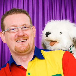 Tall Paul Childrens Magician and Dougie the Dog